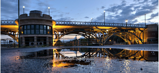 tees barrage at night Picture